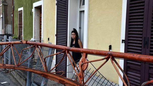 Maltempo a Forlì, la gru che è caduta sulle case (foto Fantini)