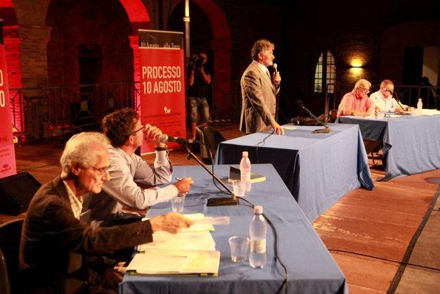 Il tavolo del processo (foto Ravaglia)