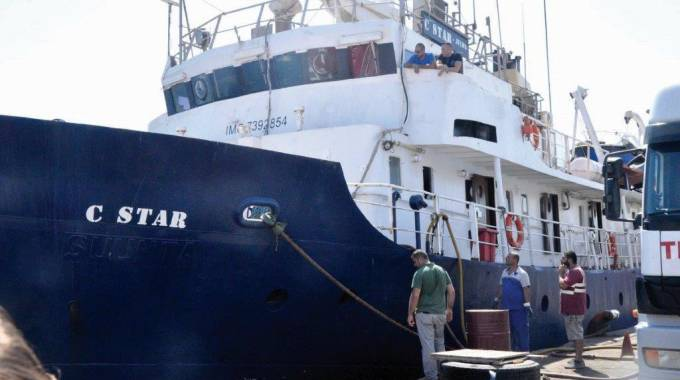 L'imbarcazione C Star ha rifiutato gli aiuti della ong Sea Eye (Ansa)