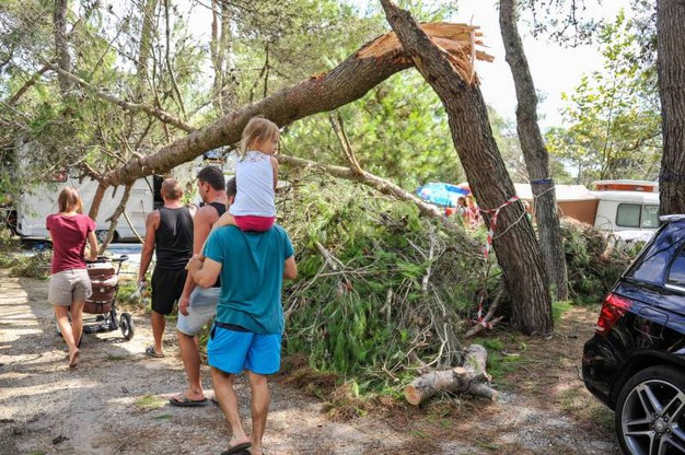 Il camping Mediterraneo di Cavallino-Treporti, vicino a Jesolo, conta i danni del maltempo (Lapresse)