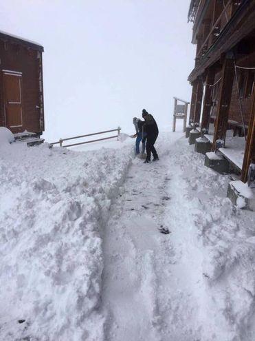 Neve al rifugio Quintino Sella, sul Monte Rosa (Ansa)