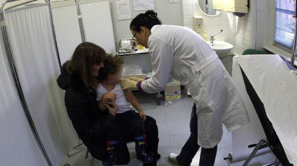 Si entra in nidi e materne solo con il certificato vaccinale in regola