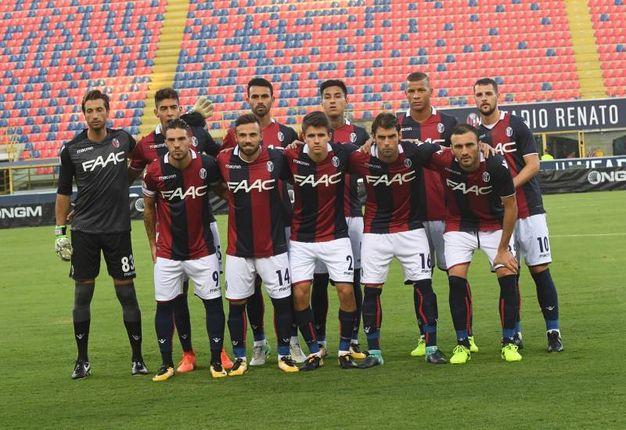 La squadra schierata prima della gara (foto Schichci)