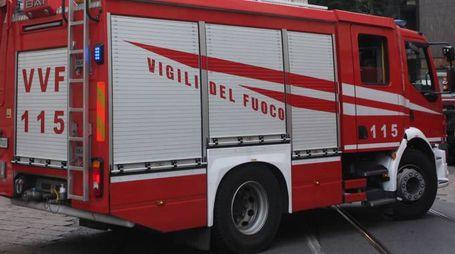 I vigili del fuoco sono intervenuti in località Ponte Sasso (foto LaPresse)