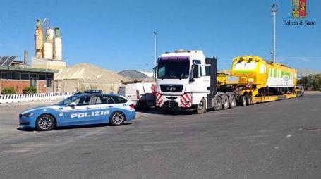 Il carico di 43 metri bloccato dalla Polstrada