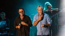 Venditti e Paolo Rossi sul palco (foto Stefano Dalle Luche)