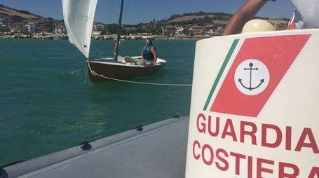 Porto San Giorgio, barca a vela soccorsa in mare