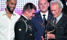 Clint Eastwood con Spencer Stone, Anthony Sadler e Alek Skarlatos