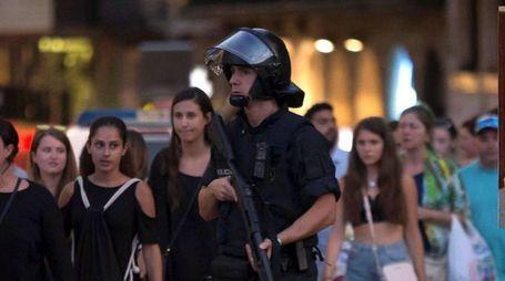 Attentato a Barcellona, nel riquadro la vittima Bruno Gulotta (Reuters)