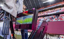 Video assistant referee (VAR) nella Bundesliga (Afp)