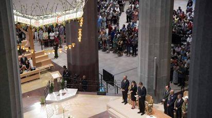 Barcellona, messa alla Sagrada Familia per le vittime dell'attentato (Afp)