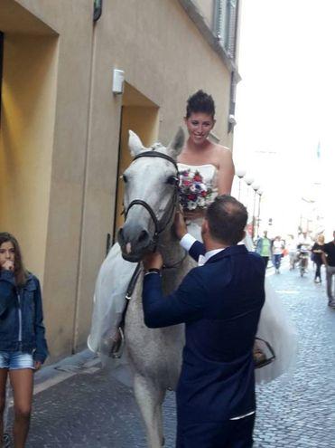 La sposa a cavallo