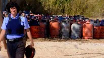 Alcune delle bombole di gas trovate ad Alcanar (Afp)