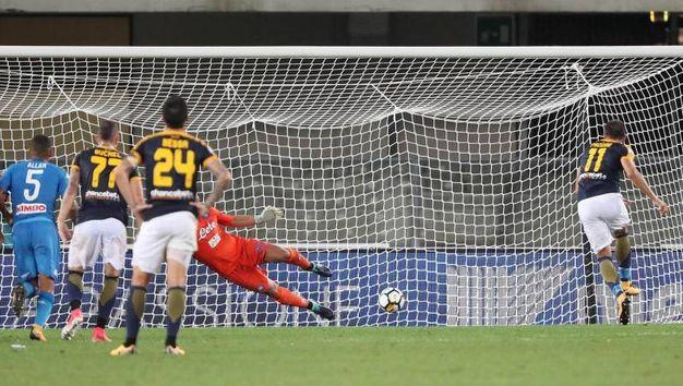 Verona-Napoli 1-3, Pazzini (rig.) (Ansa)