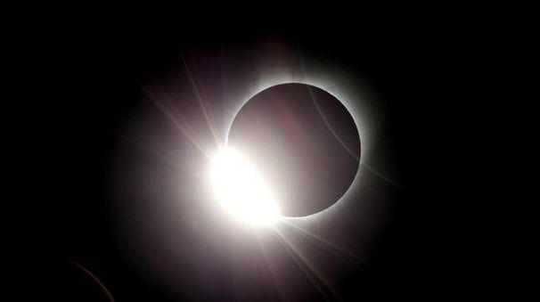 Eclissi totale di sole negli Usa (Ansa)