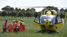 I soccorsi all'uomo rimasto ferito (foto Fantini)