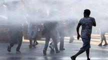Tensioni in piazza Indipendenza, al centro di Roma (Ansa)