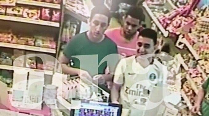 Tre terroristi di Cambrils ripresi in una stazione di servizio (Ansa)