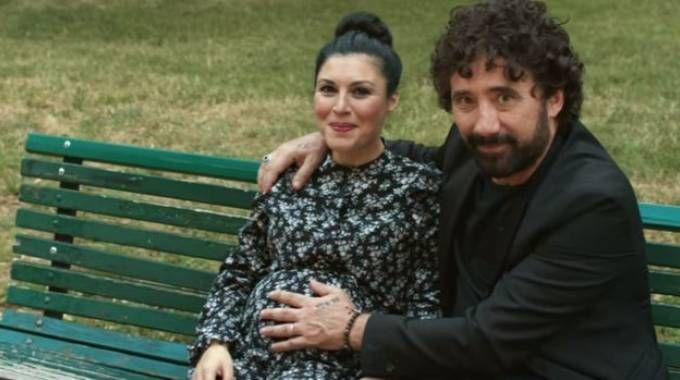 Giusy Ferrari e Federico Zampaglione nel video 'L'amore mi perseguita'