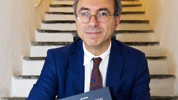 Leo Miglio con il suo libro dedicato al vino sul lago di Como