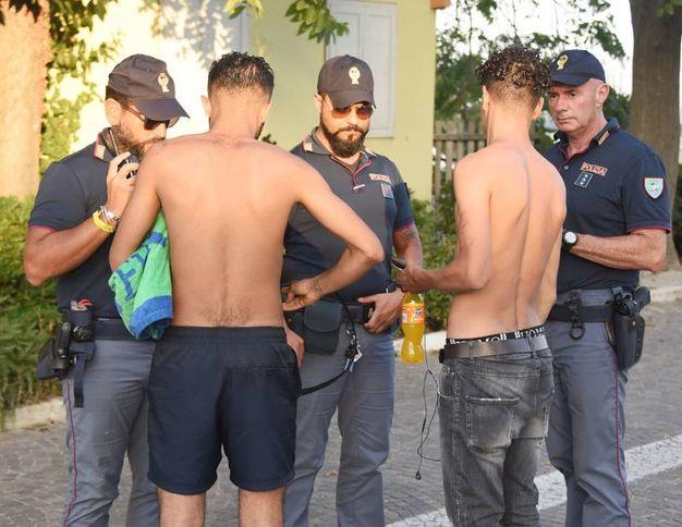 La polizia sta setacciando Miramare (foto Migliorini)
