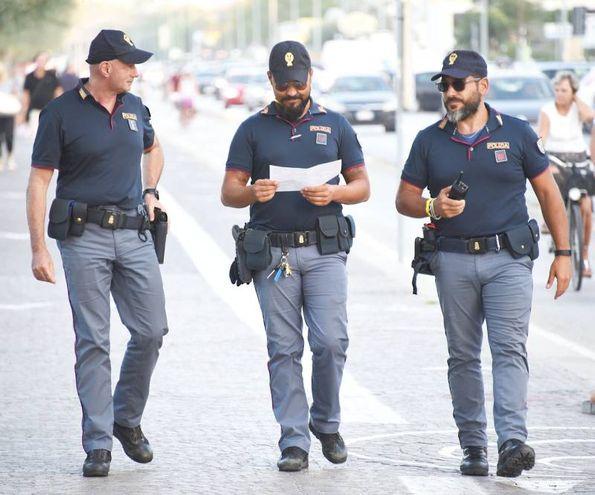 I ricercati sono quattro magrebini (foto Migliorini)
