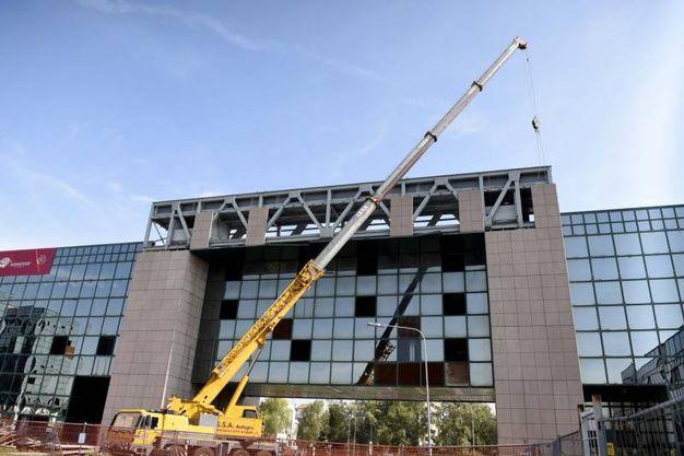 Via alla demolizione del Palazzo degli Specchi (Foto Businesspress)