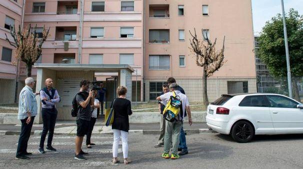 Fabio Altitonante sta passando in rassegna i rioni Aler di tutto l'hinterland