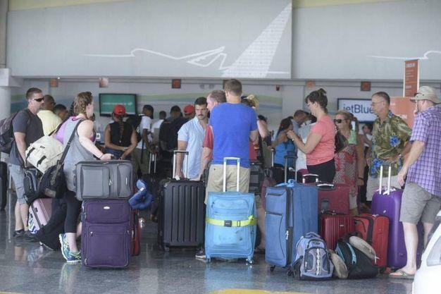 Turisti in fuga dalla Repubblica Domenicana (Ansa)