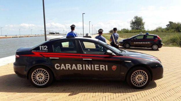 I carabinieri sul luogo del ritrovamento del corpo (foto Businesspress)