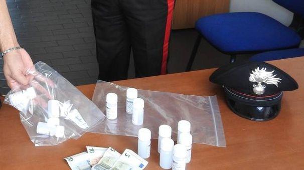 I flaconi di metadone sequestrati dai carabinieri