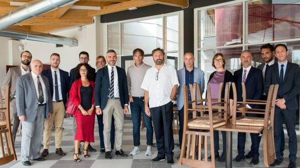Lo chef Oldani con i dirigenti e l'amministrazione