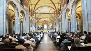 La basilica milanese gremita (Newpress)