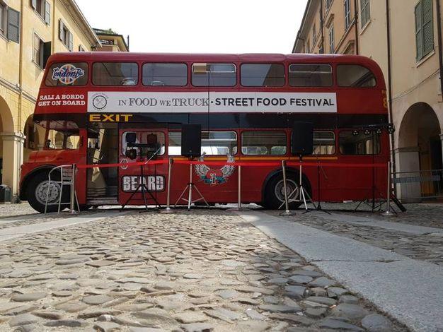 Il classico bus che si trova in tutti i festival di 'In Food We Truck
