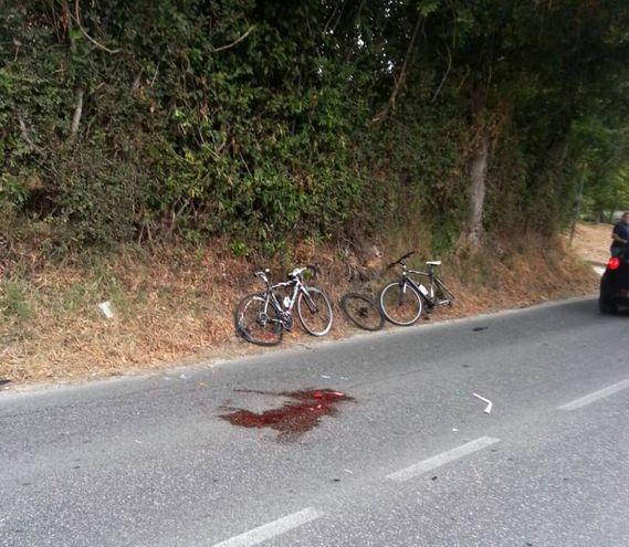 Le bici dei ciclisti travolti (foto De Marco)