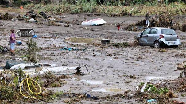 Un'immagine della devastazione a Livorno per il violento nubifragio (Novi)