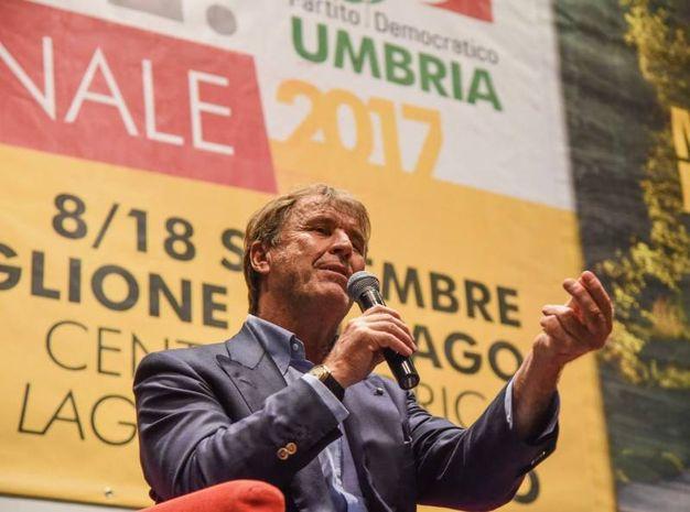 Brunello Cucinelli alla festa del Pd a Castiglione del Lago (foto Crocchioni)