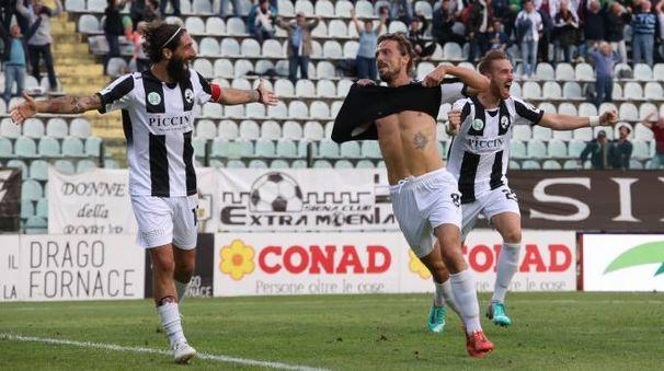 Guerri esulta per il gol vittoria (foto Di Pietro)