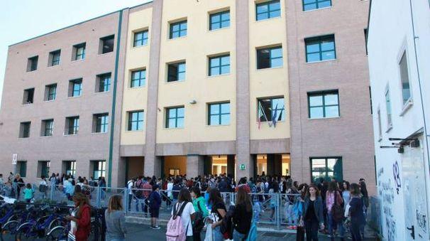 AVVICENDAMENTO Al Cubo il  linguistico si è insediato al posto di Geometri trasferitosi nell'edificio del Serra