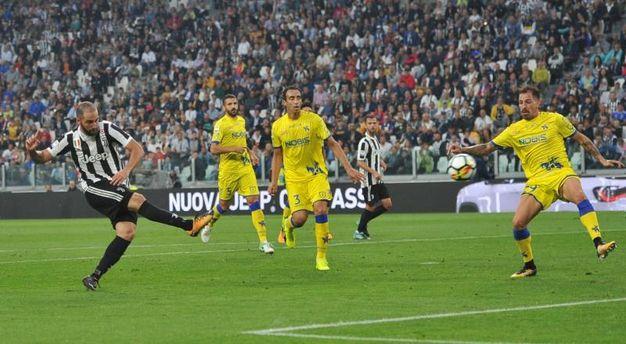 Juventus-Chievo 2-0, Higuain (LaPresse)