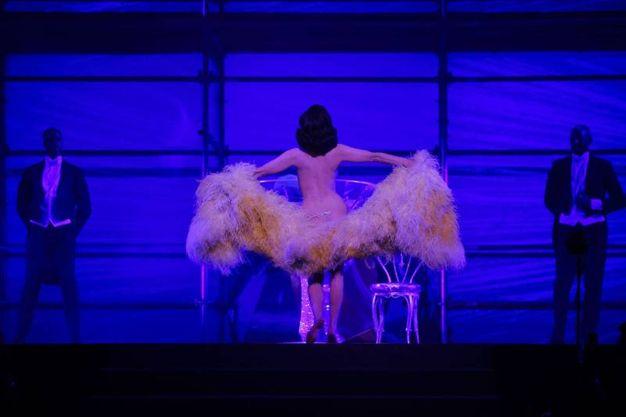 La performance di Dita Von Teese (Afp)