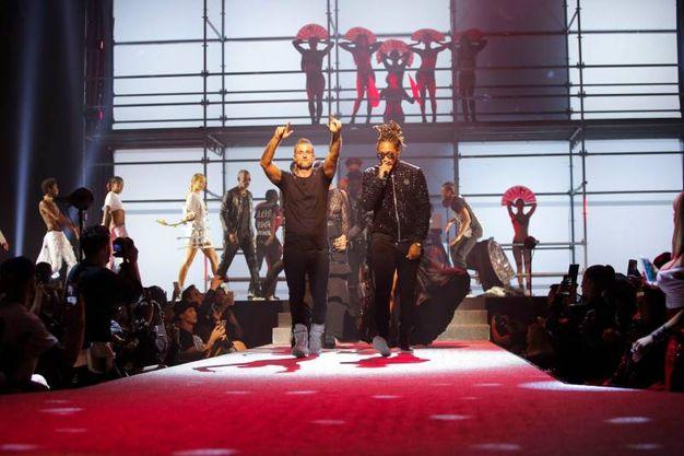 Lo stilista Philipp Plein con il cantante Future (Afp)