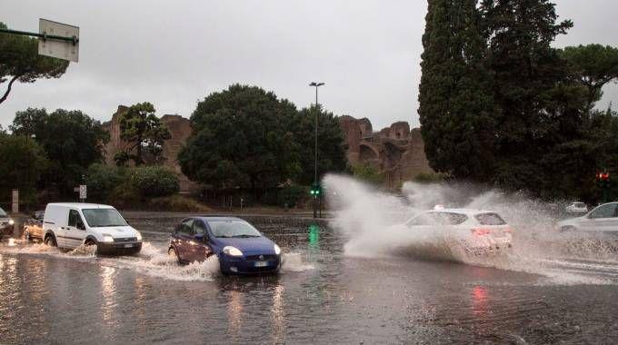 Previsioni meteo, altra settimana di piogge. Nella foto allagamenti a Roma (Lapresse)