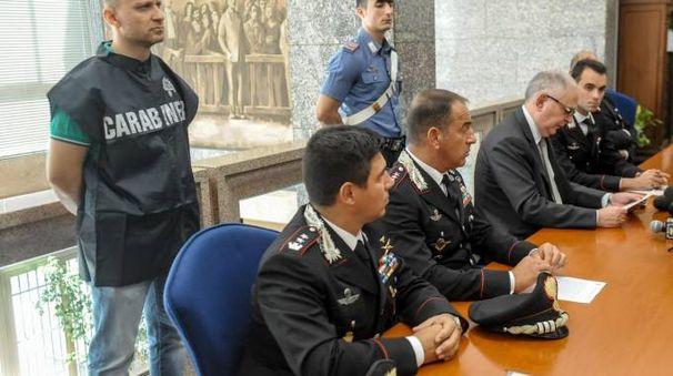 I carabinieri che hanno condotto le indagini in conferenza stampa con il procuratore Gianluigi Fontana