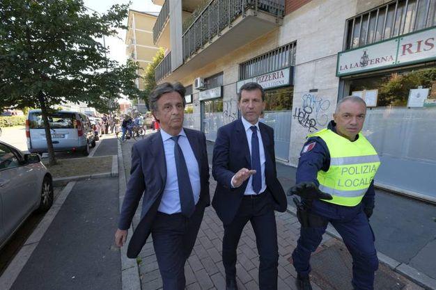 Il magistrato Alberto Nobili e il comandante della polizia locale Marco Ciacci (Lapresse)