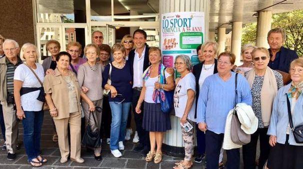 Gli anziani già iscritti insieme al sindaco Di Stefano