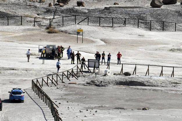 I soccorritori sulla Solfatara (Ansa)