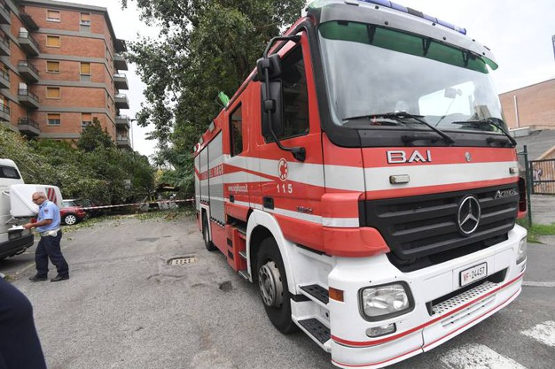 L'intervento dei vigili del fuoco (foto Schicchi)
