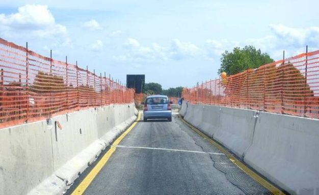 I lavori che nei mesi scorsi hanno interessato il ponte dell'Albergone (Foto Scardovi)