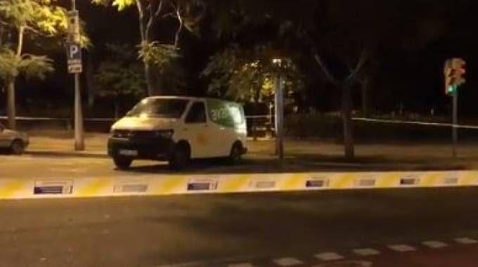 Furgone sospetto vicino alla Sagrada Familia (da twitter)